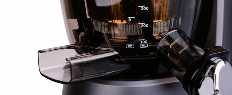 Dlaczego warto wybrać profesjonalną wyciskarkę do soku zamiast zwykłej sokowirówki?